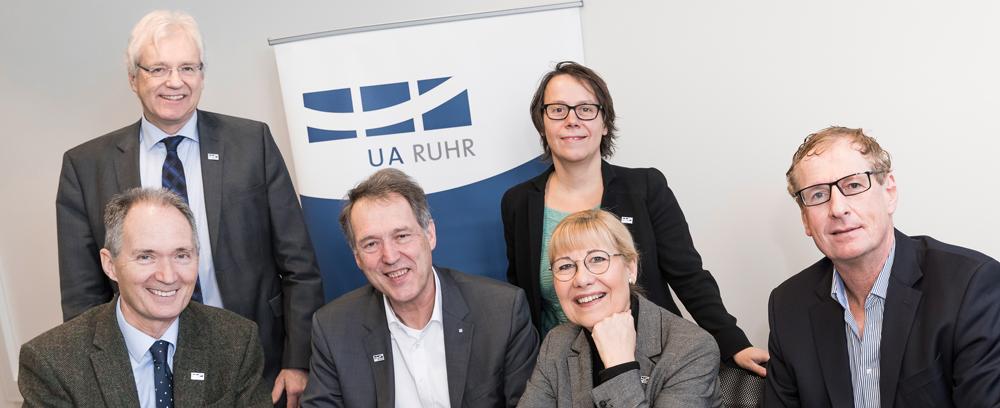 (v.l.: Rektor Prof. Dr. Ulrich Radtke (UDE), Kanzler Dr. Rainer Ambrosy (UDE), Rektor Prof. Dr. Axel Schölmerich (RUB), Kanzlerin Dr. Christina Reinhardt (RUB), Rektorin Prof. Dr. Ursula Gather (TU Dortmund), Kanzler Albrecht Ehlers (TU Dortmund) Bild: UA Ruhr_Roland Baege