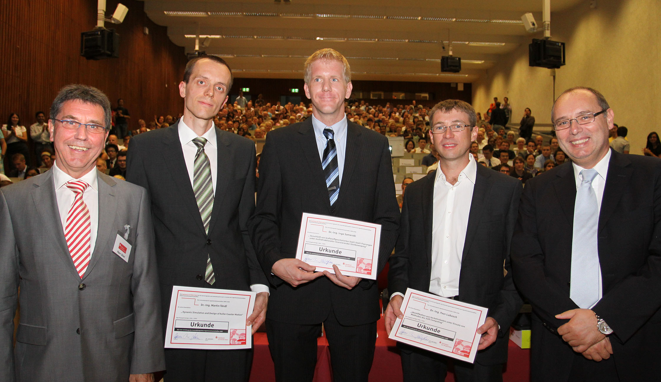 (V.l.n.r.): Sparkassendirektor Franz-Josef Stiel, Dr. Martin Tändl, Dr. Ingo Samerski, Dr. Peer Lubasch und Dekan Prof. Dr. Dieter Schramm. Foto: Sparkasse am Niederrhein
