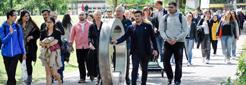 Unterwegs auf dem Campus beim Tag der religiös-kulturellen Vielfalt am 22. Mai