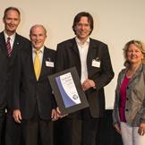 von links: Rektor Prof. Dr. Ulrich Radtke, Prof. Dr. Raimund Erbel, Prof. Dr. Till Neumann, Wissenschaftsministerin Svenja Schulze, Bildnachweis: ProVendis
